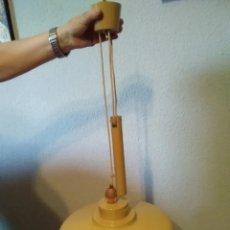 Vintage: ANTIGUA LAMPARA DE TECHO VINTAGE AMARILLA MOSTAZA - SUBE Y BAJA. Lote 182637900