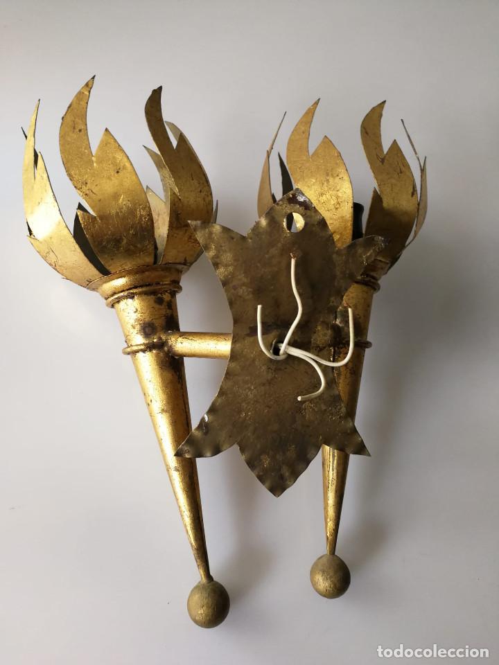 Vintage: Pareja de apliques de antorcha dorados con llamas - Foto 4 - 184100060