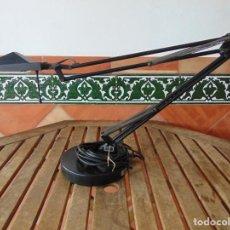 Vintage: LAMPARA DE SOBREMESA PLEGABLE Y ORIENTABLE DE LA MARCA ESPAÑOLA ACAPRI. Lote 185678386