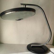 Vintage: MARAVILLOSA LAMPARA FASE , VINTAGE ORIGINAL , EN METAL CON DIFUSOR , ORIGINAL AÑOS 60. Lote 186260043