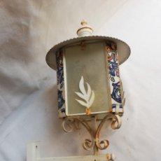 Vintage: APLIQUE EN HIERRO CRISTAL Y CERAMICA. FAROL DE PARED. LAMPARA.. Lote 186355713