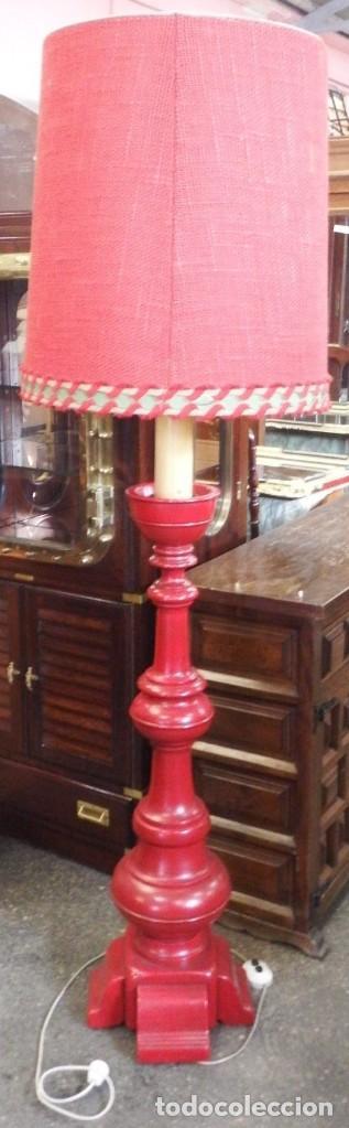LÁMPARA DE PIE DE MADERA. (Vintage - Lámparas, Apliques, Candelabros y Faroles)