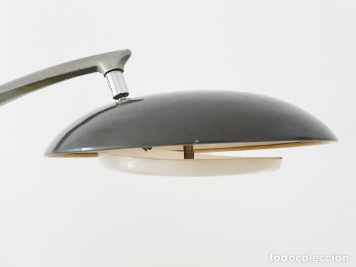 Vintage: Lámpara Fase modelo Boomerang 64 color gris plateado - Foto 10 - 191665913