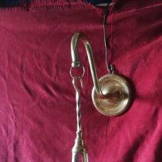 Vintage: LAMPARA DE ACEITE EN BRONCE PARA COLGAR 40 CM DE LARGO + EL SOPORTE, SIGLO XIX. Lote 192260906