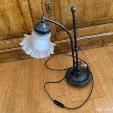 Vintage: LAMPARA ESCRITORIO, SOBREMESA. CON TULIPA DE CRISTAL.. Lote 193866276