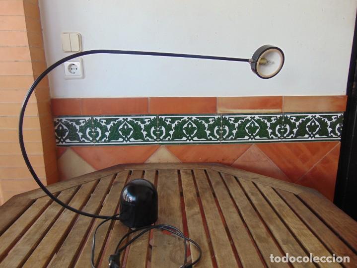 LAMPARA DE SOBREMESA HALOGENA EN NEGRO TIPO CISNE NO SE LE VE MARCA FASE O SIMILAR (Vintage - Lámparas, Apliques, Candelabros y Faroles)