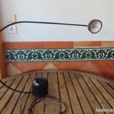 Vintage: LAMPARA DE SOBREMESA HALOGENA EN NEGRO TIPO CISNE NO SE LE VE MARCA FASE O SIMILAR. Lote 194342398