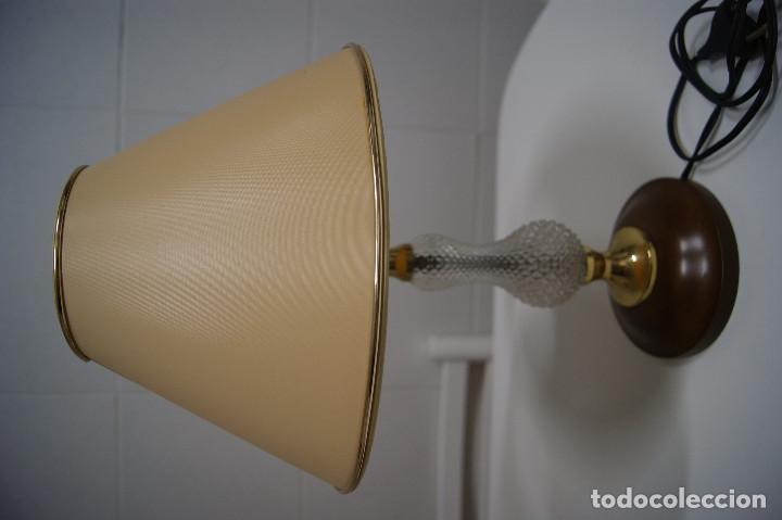 LÁMPARA SOBREMESA EN MADERA Y PIEZA EN CRISTAL (Vintage - Lámparas, Apliques, Candelabros y Faroles)