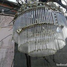 Vintage: PRECIOSA LAMPARA DE TECHO DE BRONCE CON LAGRIMAS DE CRISTAL 5 LUCES, 3 ALTURAS DE LAGRIMAS. Lote 194701755