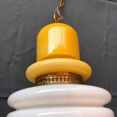 Vintage: GRAN LAMPARA VINTAGE TECHO SUSPENSION CRISTAL OPALINA OCRE AMARILLA BLANCO AÑOS 70. Lote 194923460