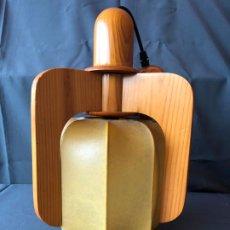 Vintage: LAMPARA TECHO SUSPENSION MADERA Y DIFUSOR PERGAMINO O PIEL ESTILO NORDICO AÑOS 70. Lote 194935373