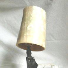Vintage: PERRO LAMPARA SOBREMESA VINTAGE AÑOS 60, TODA DE ASTA HUESO, PANTALLA DIRECCIONABLE. MED. 30 CM. Lote 195256910