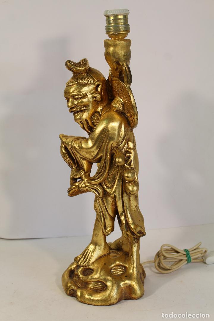 Vintage: lampara de sobremesa con pie figura de chino mandarin en resina dorada - Foto 3 - 195354430