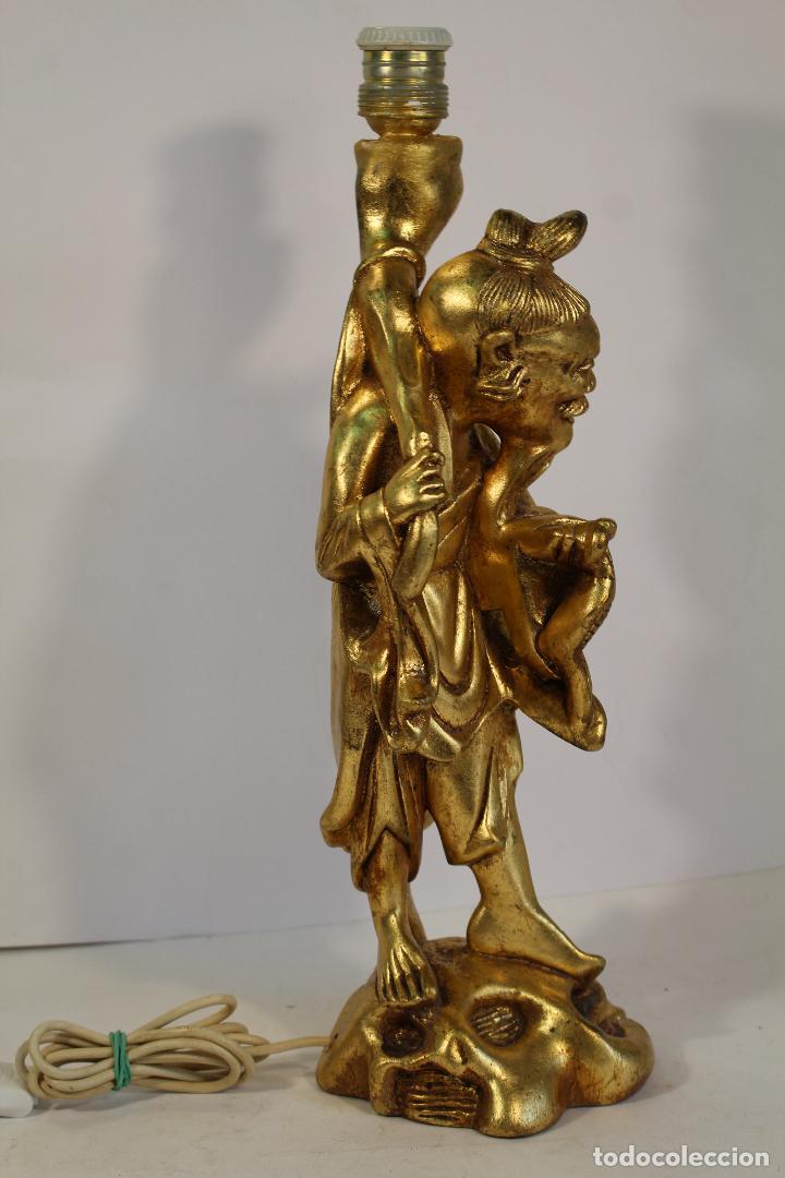 Vintage: lampara de sobremesa con pie figura de chino mandarin en resina dorada - Foto 5 - 195354430