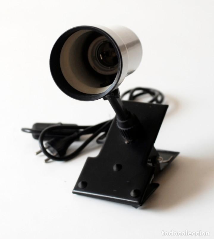 Vintage: Lámpara de pinza, foco orientable. De metal esmaltado. El foco mide 13 cm de largo y 7,5 cm de diám. - Foto 3 - 195355546