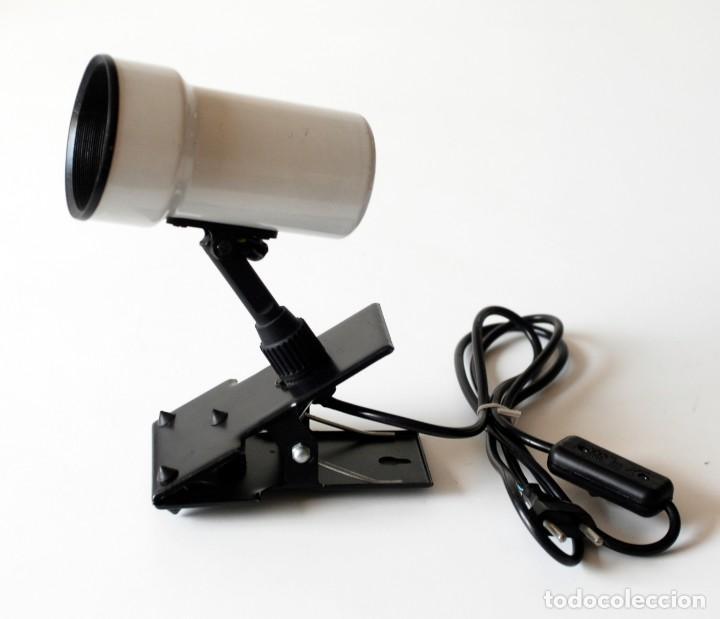 Vintage: Lámpara de pinza, foco orientable. De metal esmaltado. El foco mide 13 cm de largo y 7,5 cm de diám. - Foto 5 - 195355546
