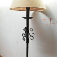 Vintage: RESERVADO. LAMPARA DE PIE EN HIERRO FORJA. DESMONTABLE.. Lote 195907341