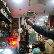 Vintage: PRECIOSA LAMPARA AÑOS 60 CON TULIPA DE OPALINA VERDE - MEDIDA 78X28 CM - VINTAGE. Lote 196102246