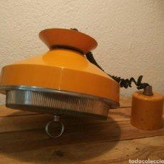 Vintage: ANTIGUA LAMPARA CON REGULADOR DE LONGITUD. Lote 200387172
