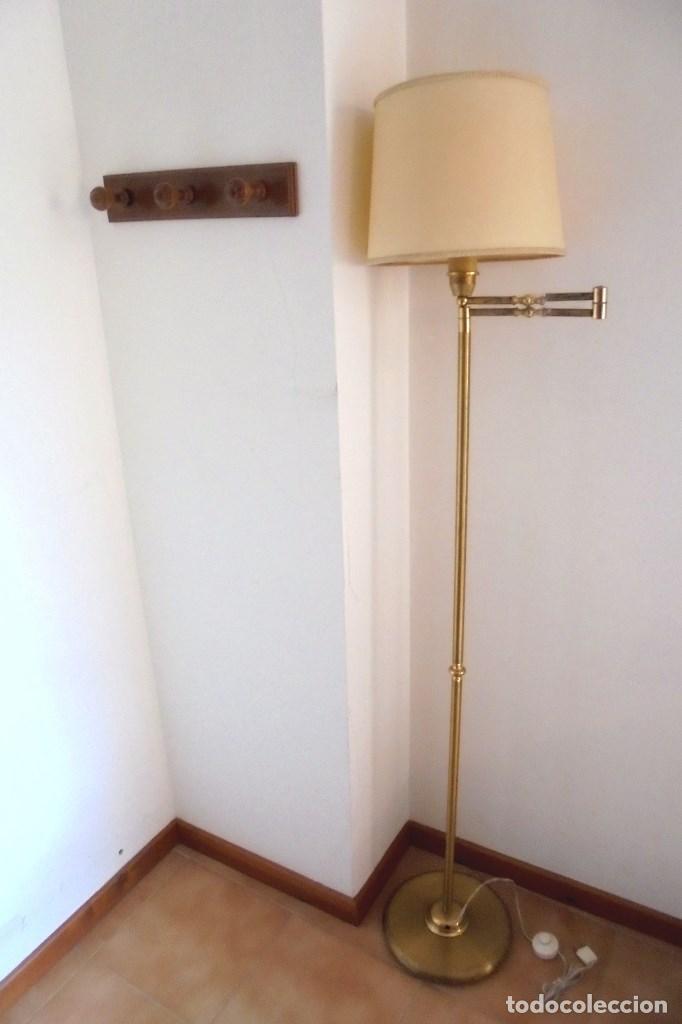 LÁMPARA DE PIE ESTILO INGLÉS EN LATÓN DORADO - BRAZO REGULABLE (Vintage - Lámparas, Apliques, Candelabros y Faroles)