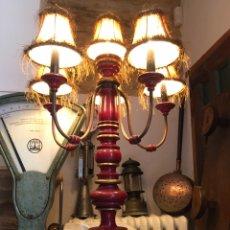 Vintage: LÁMPARA MADERA MACIZA TORNEADA LACADA VINTAGE . DE PIE O MESA. Lote 202678920