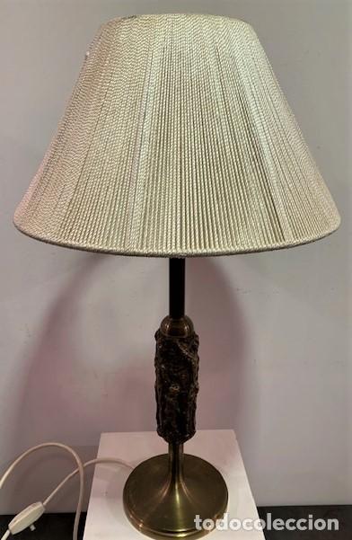 LÁMPARA DE MESA CON PIE ESCULTURA DE BRONCE. (Vintage - Lámparas, Apliques, Candelabros y Faroles)