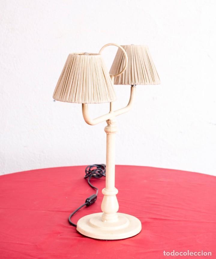 LÁMPARA VINTAGE DE HIERRO DE SOBREMESA (Vintage - Lámparas, Apliques, Candelabros y Faroles)