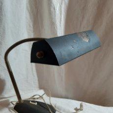 Vintage: LAMPARA DE SOBREMESA FLEXO ESTILO INDUSTRIAL BASE DE HIERRO COLADO ,DE HIERRO BRONCE. Lote 204141516