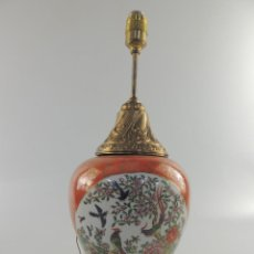 Vintage: PRECIOSA VINTAGE LAMPARA DE MESA PORCELANA Y METAL ECHA EN MACAO PIEZA DE DECORACION. Lote 204179135