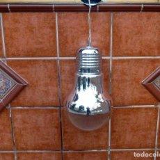Vintage: LÁMPARA DE TECHO COLGANTE EN FORMA DE BOMBILLA,ACABADO CROMO.30 X 50 CM.. Lote 204611158