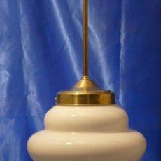 Vintage: LAMPARA COLGANTE ART DECO CON TULIPA OPAL BLANCA Y PENDULO DE LATÓN. Lote 205175443