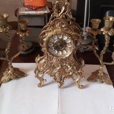 Vintage: LOTE DE RELOJ Y CANDELABROS CLASICO EN BRONCE. ESTADO BUENO.. Lote 205388570