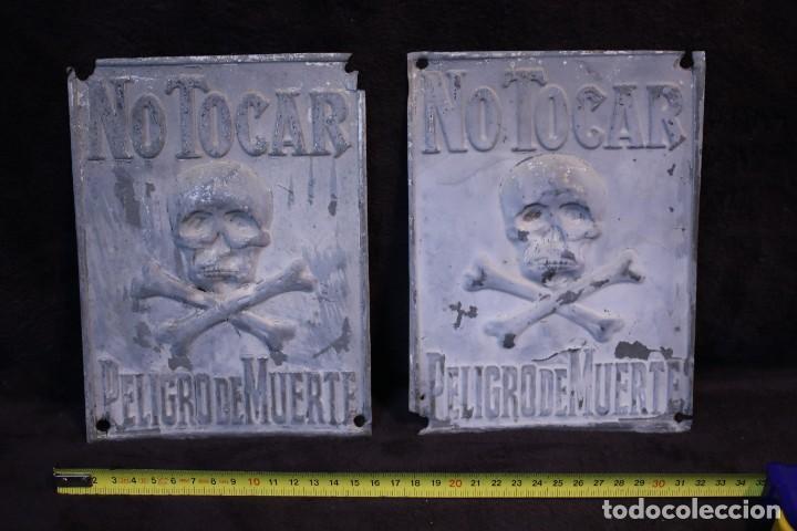 PELIGRO DE MUERTE DOS PLACAS HIERRO PRINCIPIOS SIGLO XX (Vintage - Lámparas, Apliques, Candelabros y Faroles)