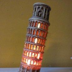 Vintage: LAMPARA QUE REPRESENTA LA TORRE DE PISA. MUY BONITA. MEDIDAS 18*8 CM. Lote 208355188