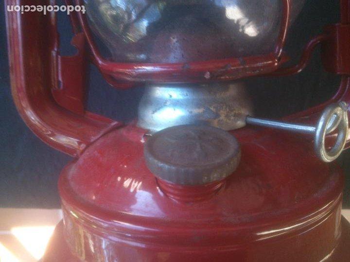 Vintage: Lámpara-farol vintage de parafina, marca Meva modelo 864, color ROJO. - Foto 3 - 209885680