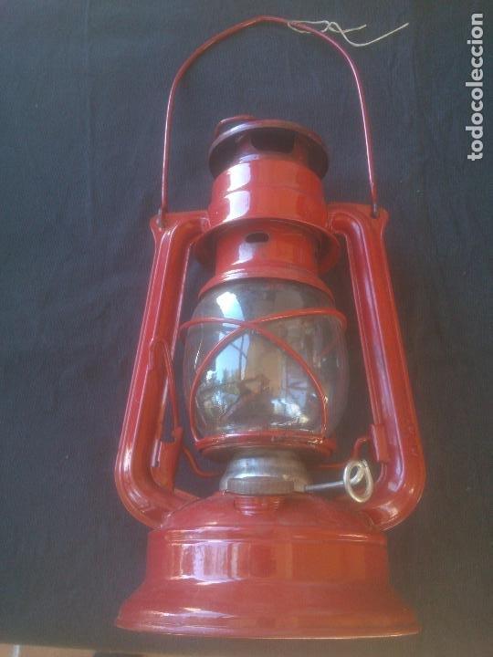 LÁMPARA-FAROL VINTAGE DE PARAFINA, MARCA MEVA MODELO 864, COLOR ROJO. (Vintage - Lámparas, Apliques, Candelabros y Faroles)
