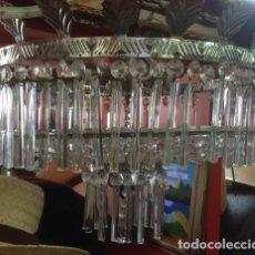 Vintage: GRAN LAMPARA TECHO ART DECO.BALCONCILLO DE METAL LABRADO CON HOJAS TALLADAS Y LAGRIMAS DE CRISTAL.. Lote 212917842