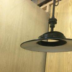 Vintage: ANTIGUA LAMPARA FAROLA DE GAS ESMALTADA NEGRO Y PORCELANA BLANCA. Lote 213405760