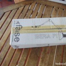 Vintage: LAMPARA PARA MESA O BANCO DE TRABAJO DE LA MARCA FASE MODELO IBERIA F 1 EN SU CAJA Y SIN USO. Lote 213577388