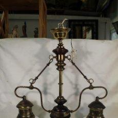 Vintage: LAMPARA DE TECHO EN METAL DORADO Y MADERA CON 2 TULIPAS DE CRISTAL. Lote 217557292