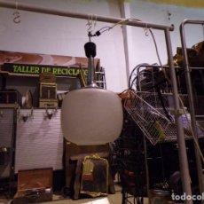 Vintage: LAMPARA VINTAGE CON GRAN TULIPA DE CRISTAL DECORADO FUNCIONANDO. Lote 218562638