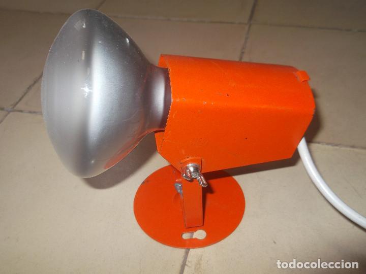 APLQUE IEP ORIENTABLE COLOR NARANJA CON CABLE Y ENCHUFE ORIGINALES. (Vintage - Lámparas, Apliques, Candelabros y Faroles)