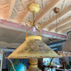 Vintage: ENCANTADORA LAMPARA QUINQUE ANTIGUA, PINTADA A MANO Y ELECTRIFICADA.. Lote 218864926