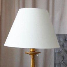Vintage: LAMPARA CON PIE DE MADERA DORADO, 103 CM TOTAL. Lote 220679411