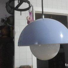 Vintage: ANTIGUA LAMPARA DE TECHO PLASTICO Y OPALINA.RETRO VINTAGE POP AÑOS 60. Lote 221300236