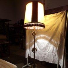Vintage: LAMPARA PIE VINTAGE FUNCIONANDO ESTILO HOJA SOL. Lote 221751858