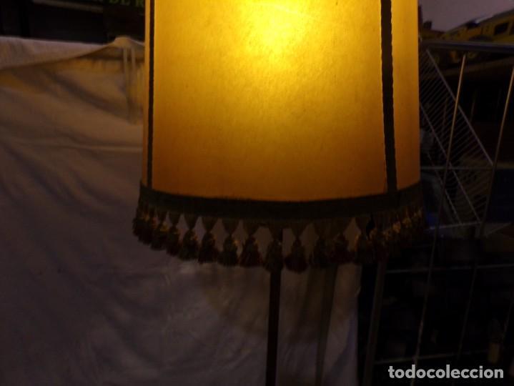 Vintage: BONITA LAMPARA DE PIE VINTAGE CON PANTALLA DE PIEL CON FLECOS HIERRO FORJADO ¡ FUNCIONANDO! - Foto 5 - 221761768