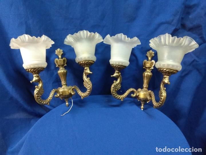 PAREJA DE LÁMPARAS DE COLOR DORADO. (Vintage - Lámparas, Apliques, Candelabros y Faroles)