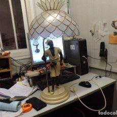 Vintage: PRECIOSA LAMPARA DE MESA VINTAGE CON FIGURA DE HOMBRE MADE SPAIN PERFECTA FUNCIONANDO. Lote 224381058