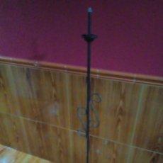 Vintage: LAMPARA DE PIE DE HIERRO. Lote 225325433